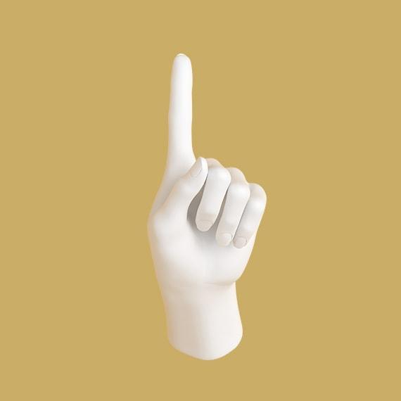 Hand som håller upp pekfingret