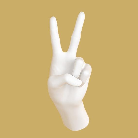Hand som håller upp två fingrar
