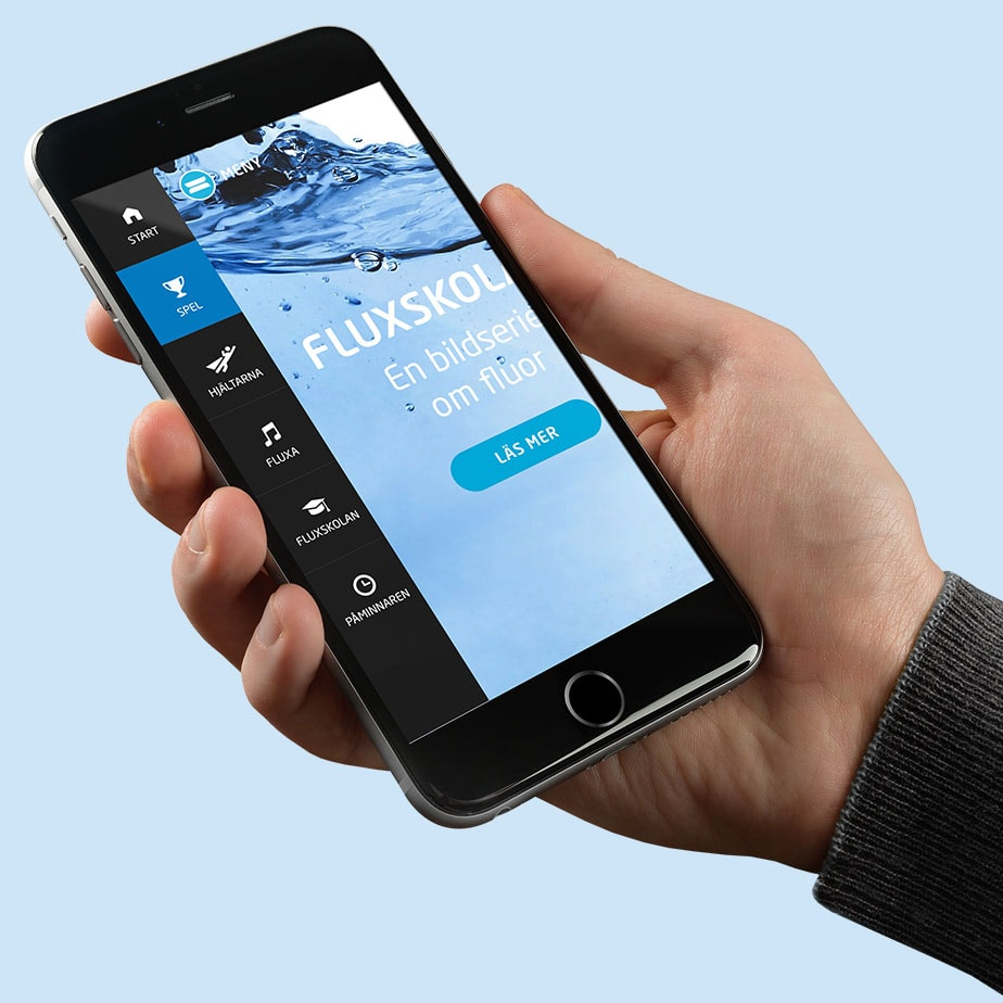 Smartphone med menyn i Flux-appen